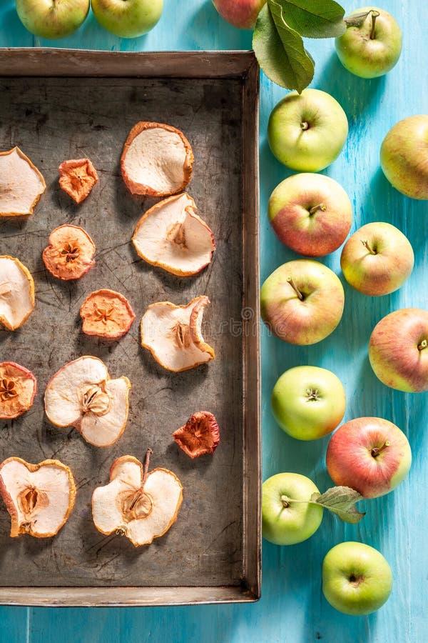 Hoogste mening van droge die appelen van verse vruchten wordt gemaakt royalty-vrije stock foto