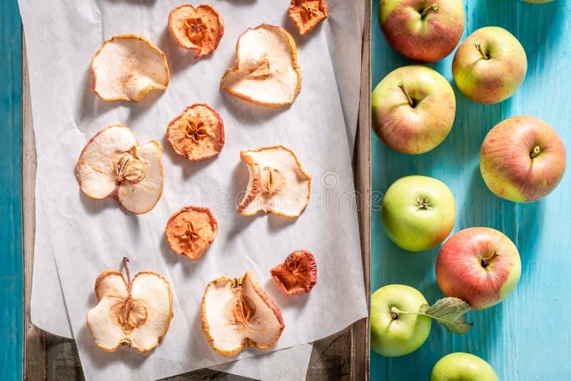 Hoogste mening van droge die appelen van zoete vruchten wordt gemaakt stock afbeelding