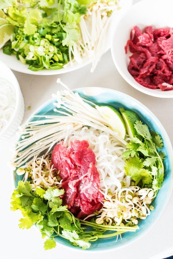 Hoogste mening van een beeld van de ingrediënten van Pho BO in een pot royalty-vrije stock fotografie
