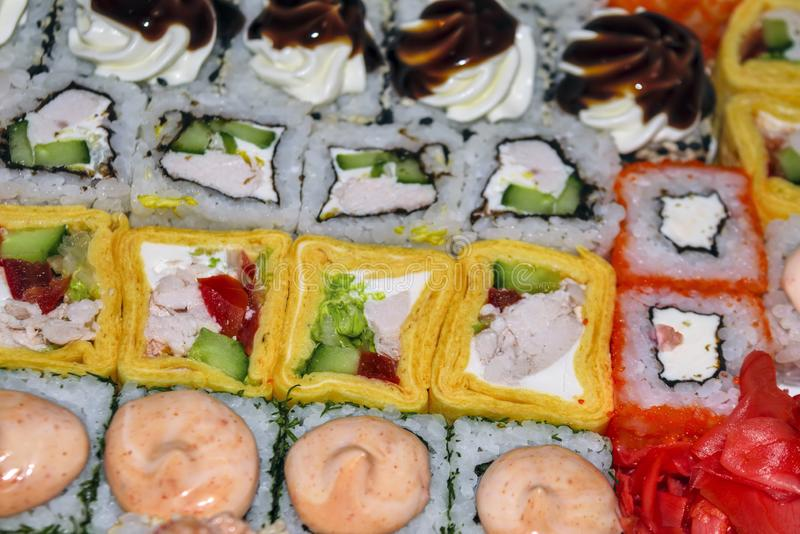 Hoogste mening van grote reeks sushi en broodjes stock afbeeldingen