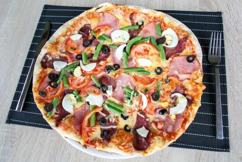 Hoogste mening van Heerlijke Verse Pizza stock afbeeldingen