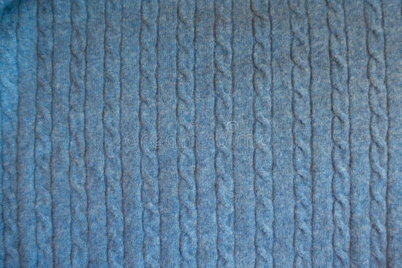 Hoogste mening van hemel blauwe gebreide stof met vlechten royalty-vrije stock afbeeldingen