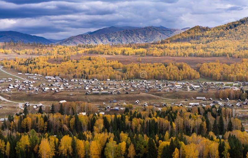 Hoogste mening van Hemu-dorp in de kleurrijke herfst, aard populair landschap van China royalty-vrije stock foto