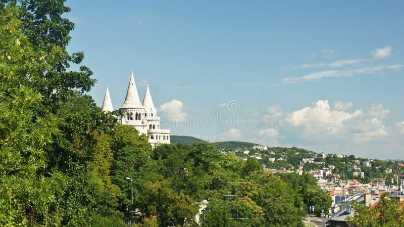 Hoogste mening van het de daken en Bastion van de Visser in Boedapest, zonnige dag, Hongarije stock afbeelding