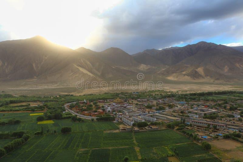 Hoogste mening van het eerste Boeddhistische klooster in Tibet, Samye-tempel royalty-vrije stock foto's