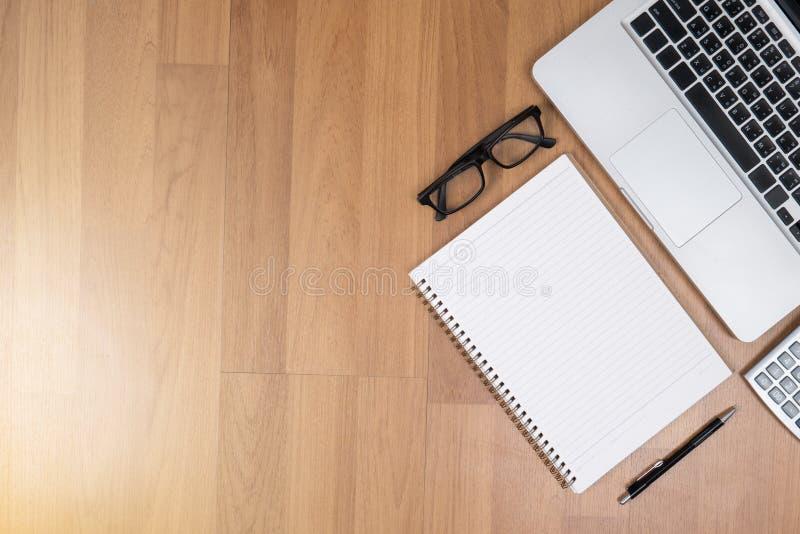 Hoogste mening van het exemplaarruimte van de bureaudesktop, laptop computer royalty-vrije stock fotografie