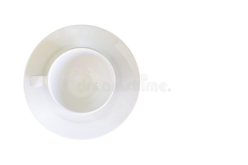 Hoogste mening van het glas en de witte ceramische plaat op een witte achtergrond met het knippen van weg stock foto's