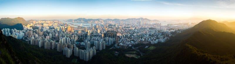 Hoogste mening van het park van de leeuwrots, de zonsondergang onver Kowloon en Hong stock foto