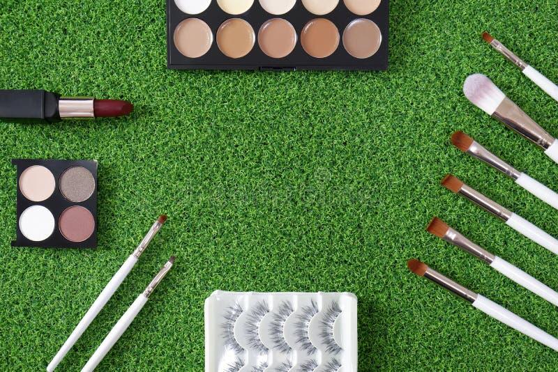 Hoogste mening van het schoonheidsmiddel van vrouwen op groene achtergrond royalty-vrije stock afbeelding
