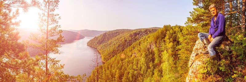 Hoogste mening van het Yumaguzinsky-reservoir op de Belaya-Rivier royalty-vrije stock foto's