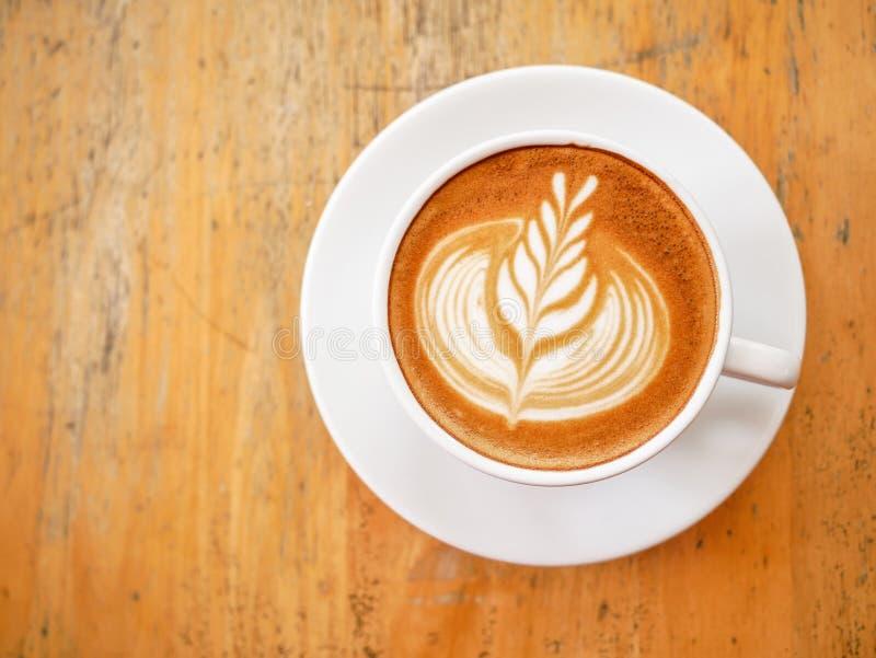 Hoogste mening van hete koffie latte met het mooie art. van het melkschuim latte royalty-vrije stock afbeeldingen