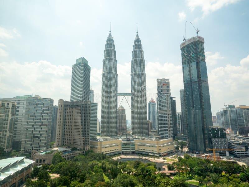 Hoogste mening van Kuala Lumper-horizon met de beroemde Tweelingtorens van Petronas in Kuala Lumpur, Maleisië stock fotografie