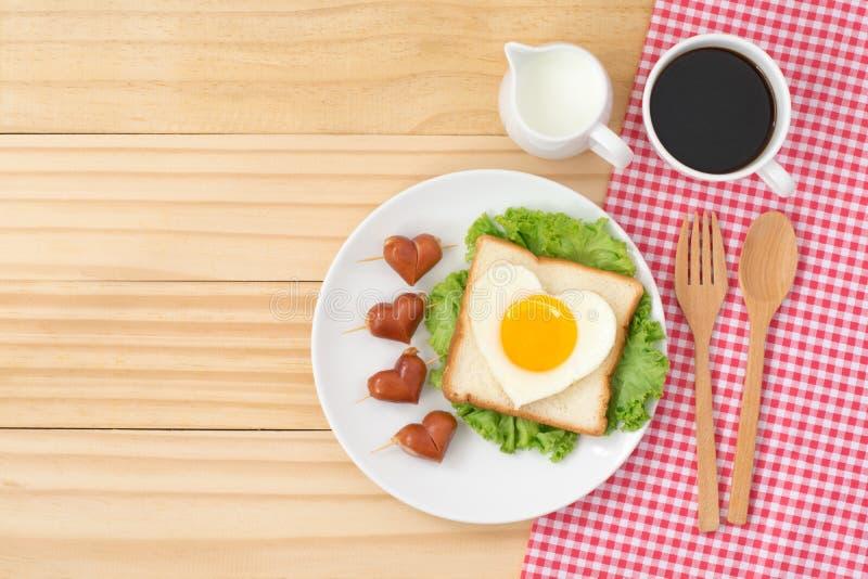 Hoogste mening van leuk ontbijt op houten achtergrond royalty-vrije stock foto's