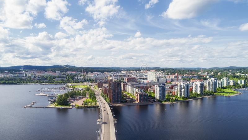 Hoogste mening van mooie stad Jyvaskyla Mooie zonnige opgetelde dag royalty-vrije stock foto's