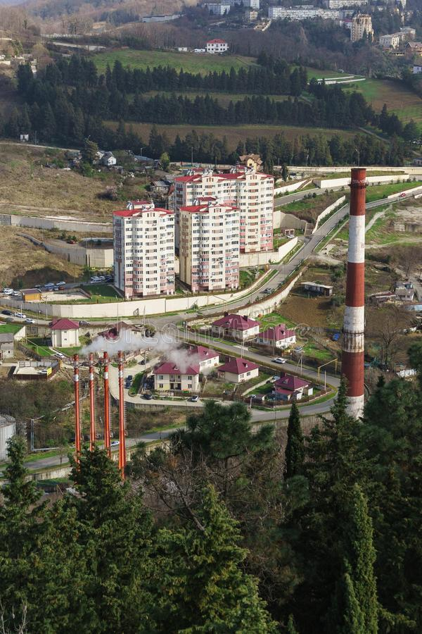 Hoogste mening van nieuwe fabritsiusa van buurtjanuari: laag-stijgingshuizen en high-rise gebouwen naast de productiegebouwen Ste stock foto's