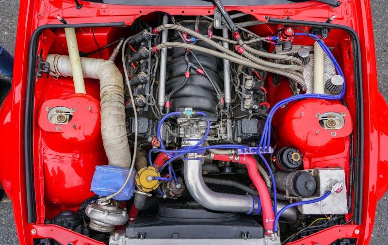 Hoogste mening van nieuwe moderne krachtige hi-tech raceautomotor royalty-vrije stock afbeelding