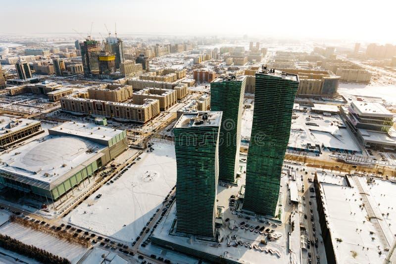 Hoogste mening van Noordelijke Lichten woon complex en de stad in de warme zon in Astana, Kazachstan royalty-vrije stock foto's