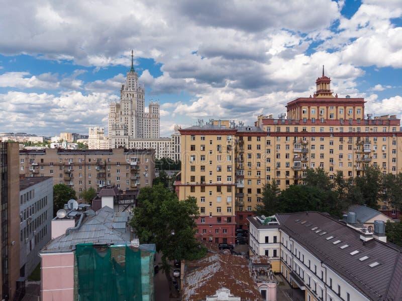 Hoogste mening van oude huizen in centrum in Moskou, Rusland royalty-vrije stock foto's