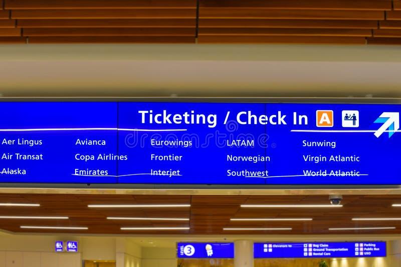 Hoogste mening van Terminal een Etikettering en Controleteken in Orlando International Airport 2 stock fotografie