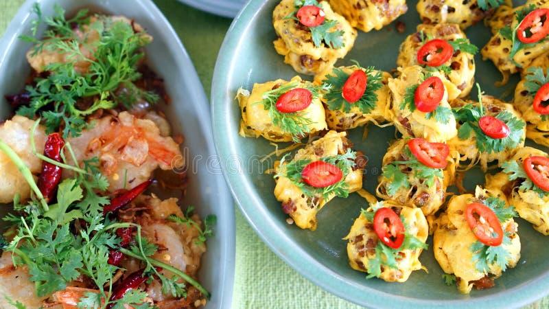 Hoogste mening van Thaise keukenschotels, beroemd internationaal voedsel royalty-vrije stock foto's
