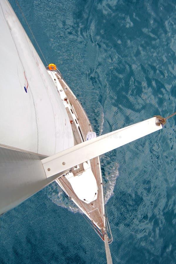 Hoogste mening van varende boot stock foto