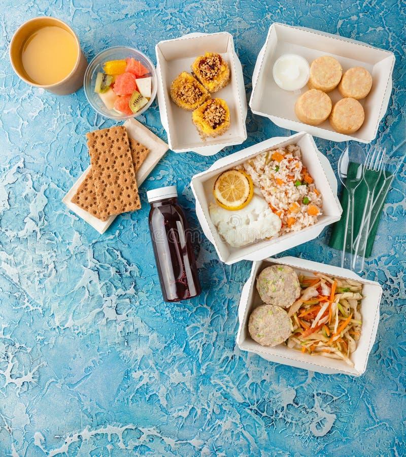 Hoogste mening van vele dozen met voedsel stock afbeeldingen