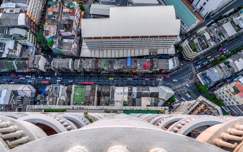 Hoogste mening van verkeer in de stad van Bangkok met de overvolle bouw royalty-vrije stock foto