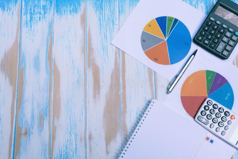 Hoogste mening van voorraad financiële indexen met stapelmuntstuk Financieel s stock foto