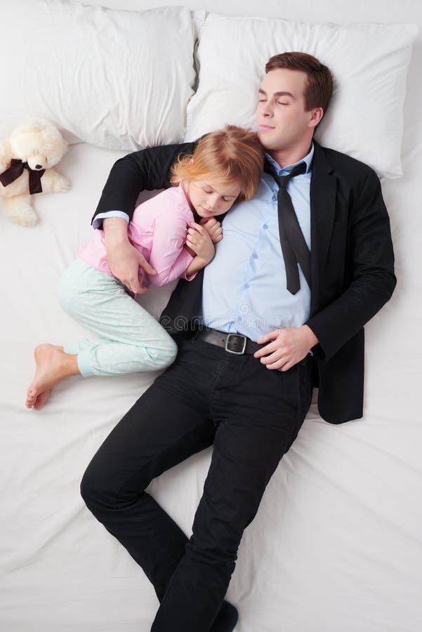 Hoogste mening van zakenman en zijn slaap weinig royalty-vrije stock foto's