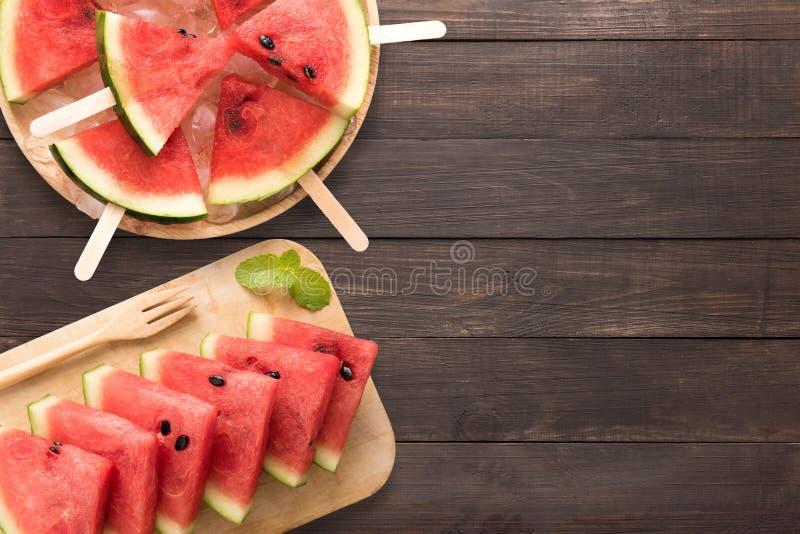 Hoogste menings gezond watermeloen en watermeloenroomijs op het hout royalty-vrije stock fotografie