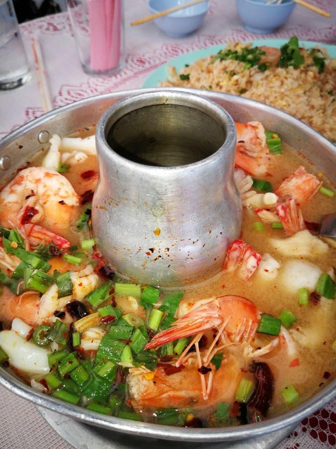 Hoogste menings kruidige tom yum goong Thaise stijl in de hete kruidige pot, zo royalty-vrije stock afbeeldingen