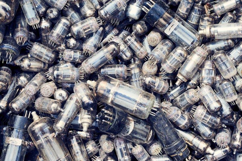 Hoogste meningshoop van oude glas vacuüm radiobuizen stock fotografie