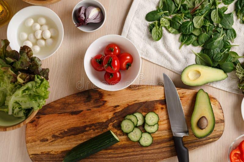 Hoogste meningsingrediënten voor plantaardige vegetarische salade stock afbeeldingen