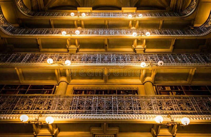 Hoogste niveaus van de Peabody-Bibliotheek in Mount Vernon, Baltimore, stock afbeelding