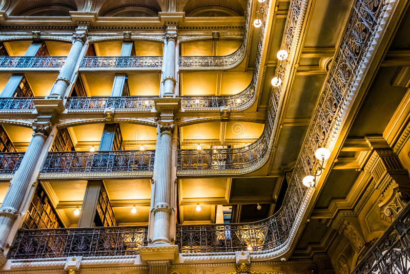 Hoogste niveaus van de Peabody-Bibliotheek in Mount Vernon, Baltimore, stock foto