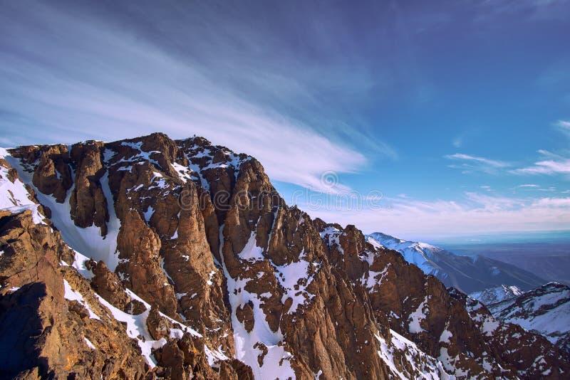 Hoogste piek van Noord-Afrika Jebel Toubkal stock afbeeldingen