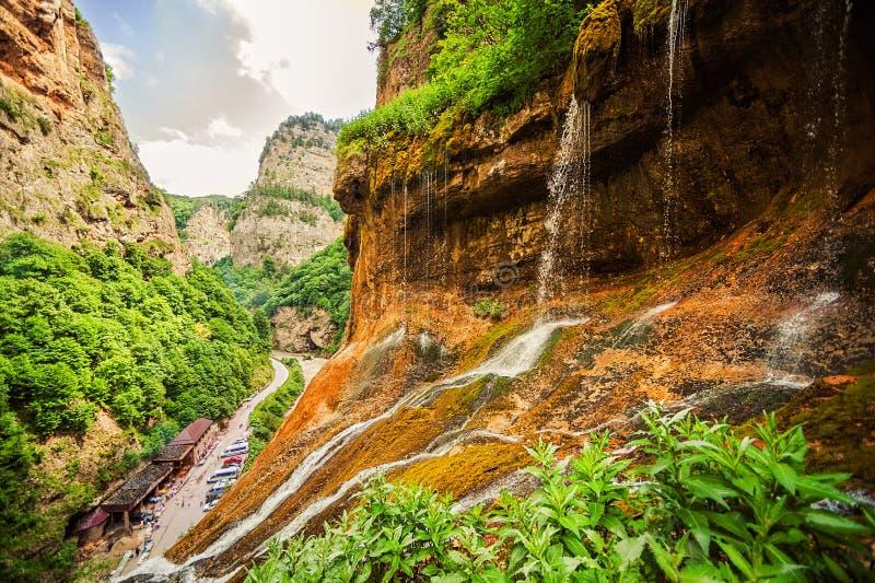 Hoogste rij van Chegem-watervallen in canion stock foto