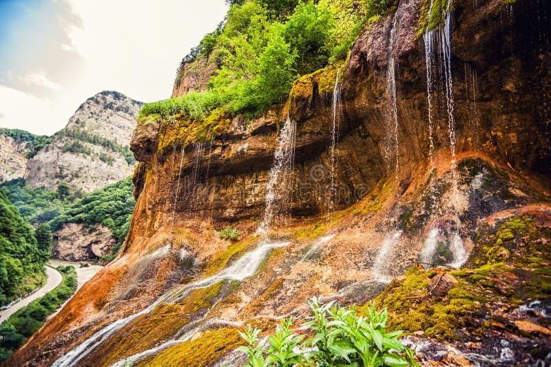 Hoogste rij van Chegem-watervallen in canion stock fotografie