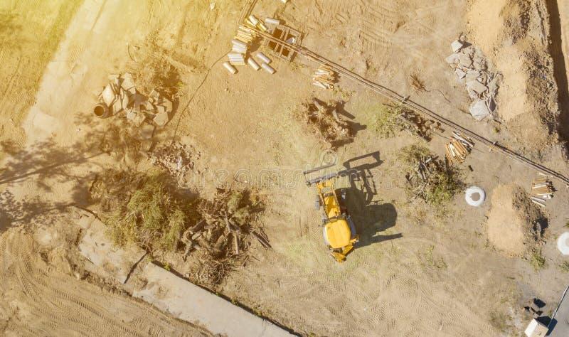 Hoogste satellietbeeld van het grote werk van de het graafwerktuigbulldozer van de wiellader aangaande een de bouw project F stock afbeelding