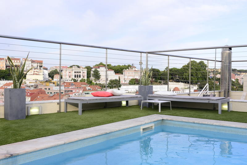 Hoogste Vloer Blauwe Pool, het Terras van de Luxepenthouse, Daken stock foto's