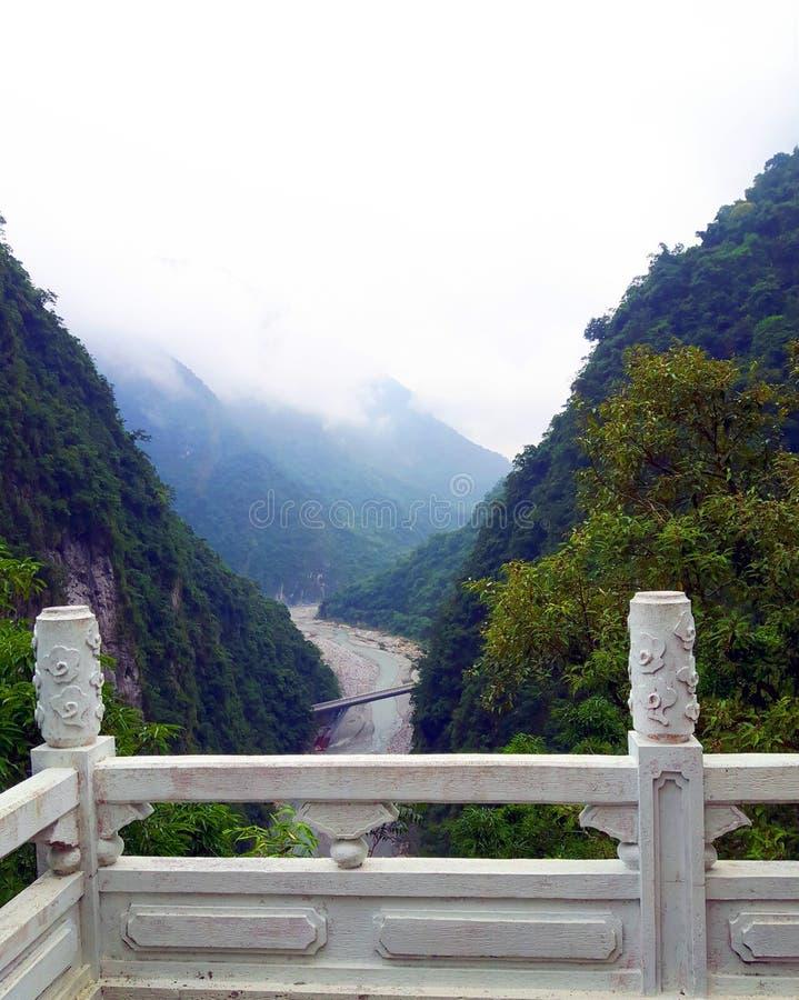Hoogte boven de klokketoren op de berg - Taiwan royalty-vrije stock afbeelding