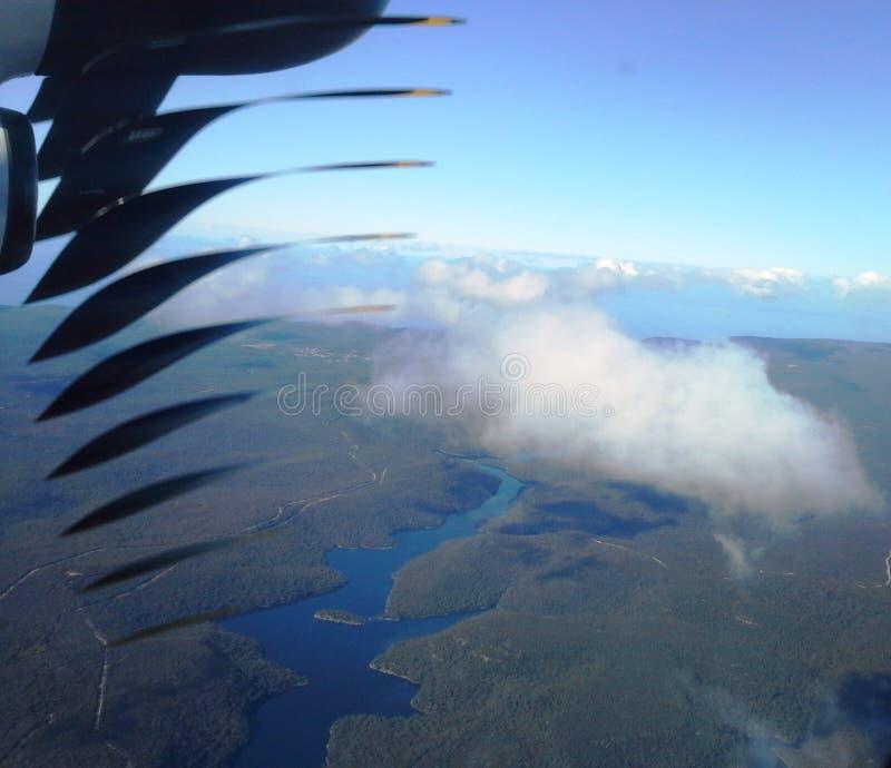 Hoogte boven de wolken luchtmening stock afbeelding
