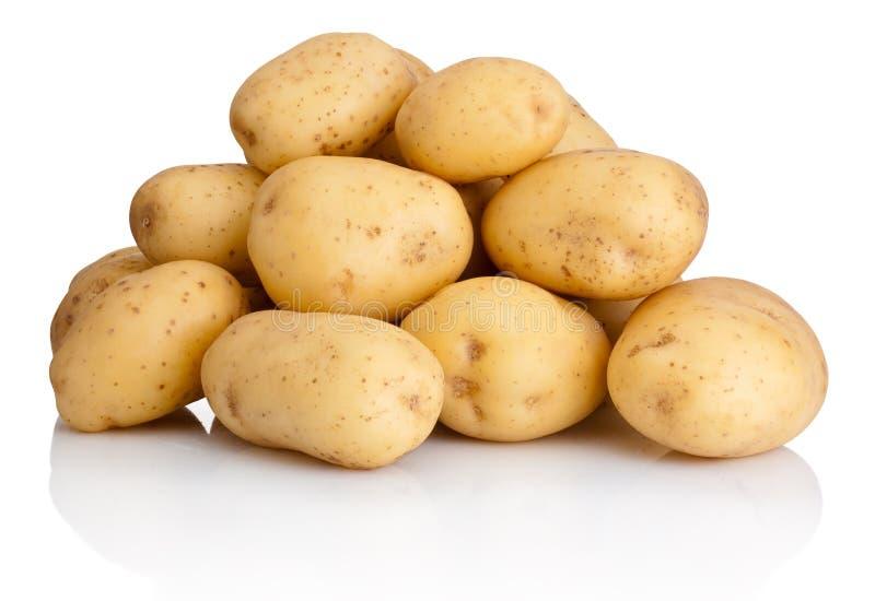 Hoop van aardappels op witte achtergrond worden geïsoleerd die stock fotografie