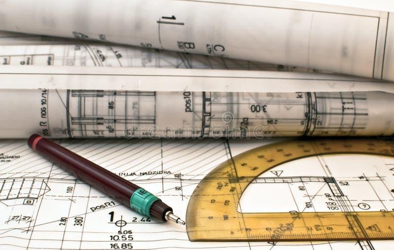 Hoop van ontwerp en projecttekeningen op lijst stock foto's