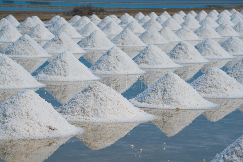 Hoop van overzees zout in origineel zout opbrengslandbouwbedrijf royalty-vrije stock foto's