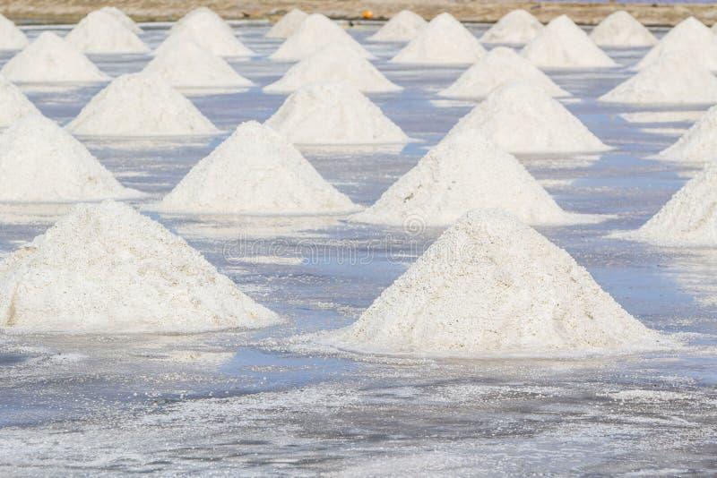 Hoop van overzees zout in zout landbouwbedrijf klaar voor oogst royalty-vrije stock fotografie