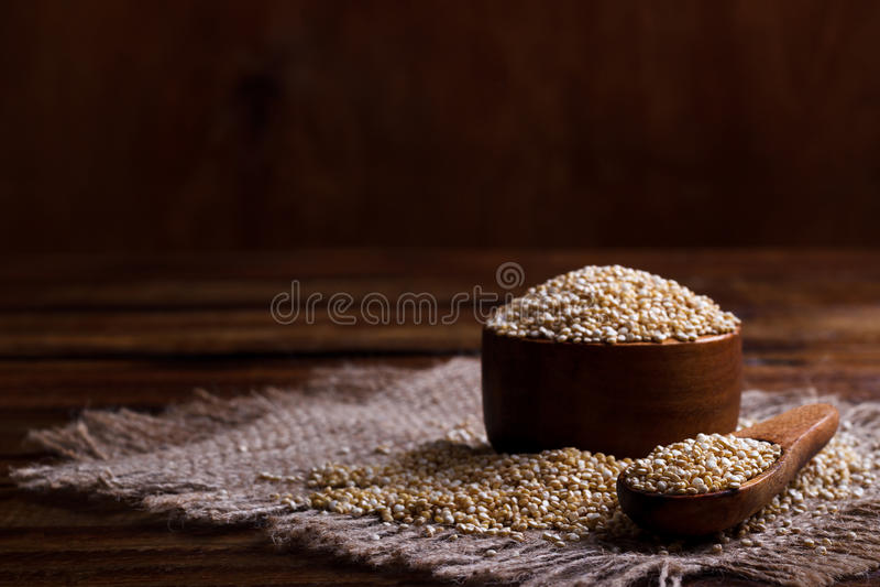Hoop van quinoa zaden stock fotografie