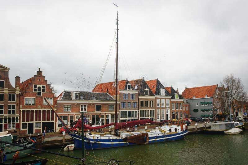 Hoorn, holandie: Kwiecień 15, 2015: Zegarowy wierza buduje w schronieniu miasteczko Hoorn, Netherl obraz stock