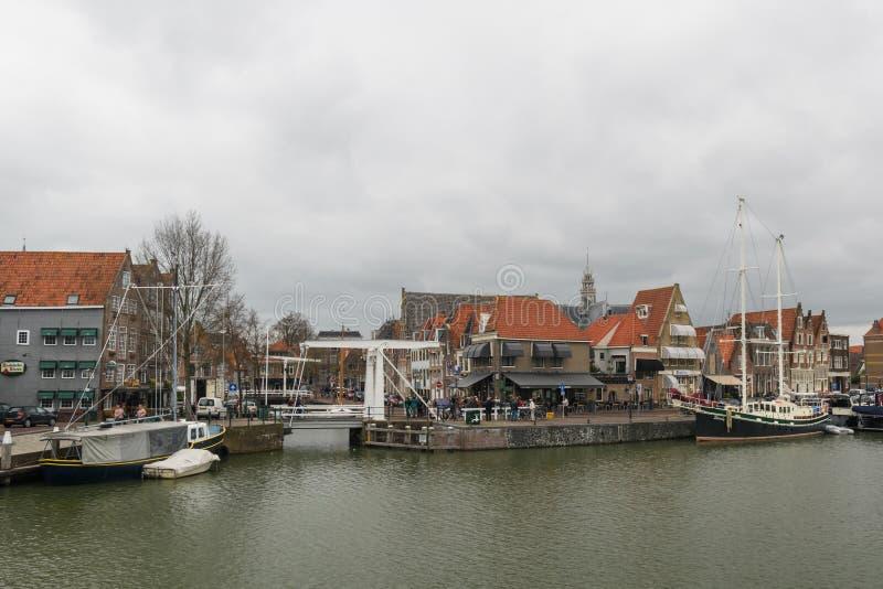 Hoorn, Paesi Bassi, aprile 2015: Il ponte antiquato del cantiliver ancora funziona nel porto della città di Hoorn, Netherl fotografia stock