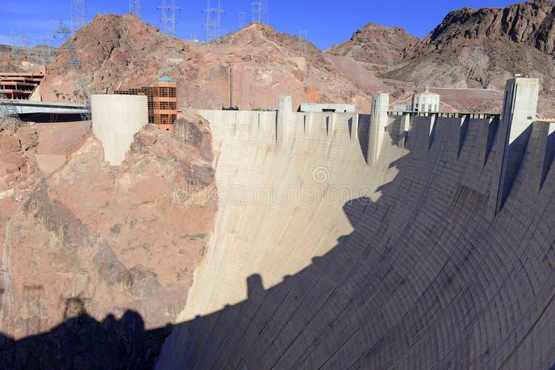 Hooverdam, een massief hydro-elektrisch techniekoriëntatiepunt dat op de grens van Nevada en van Arizona wordt gevestigd stock afbeeldingen